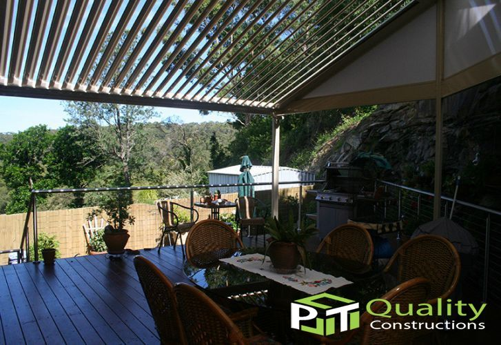 Louvered opening roof